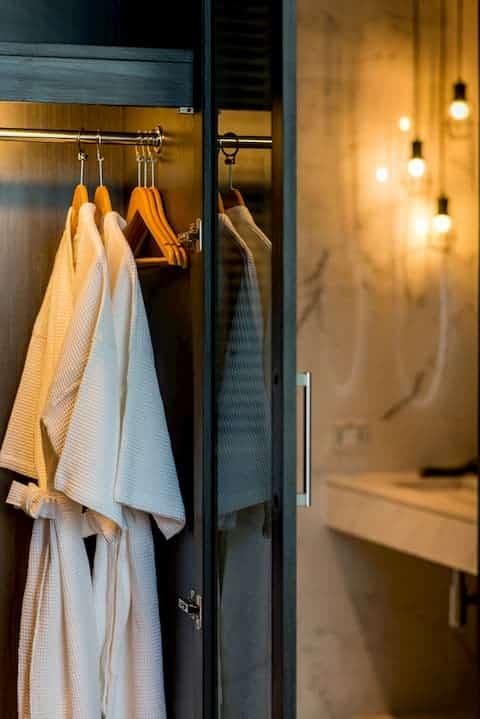 호텔 카말라 비치 목욕 가운
